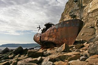 Wrecked_boat_-_geograph_org_uk_-_553797